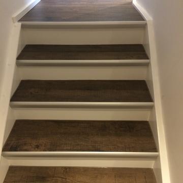 Treppe mit Designbelag belegt