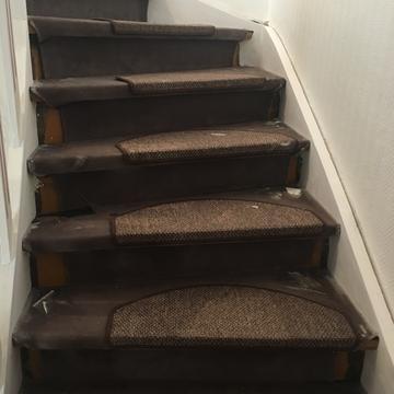 Vorher Treppe mit Teppich